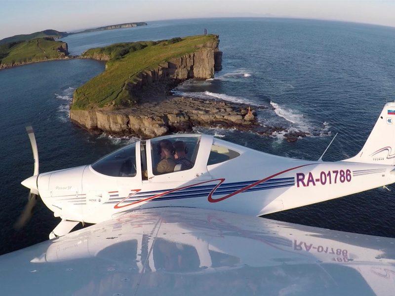 Полёт на самолёте над Владивостоком и островом Русский